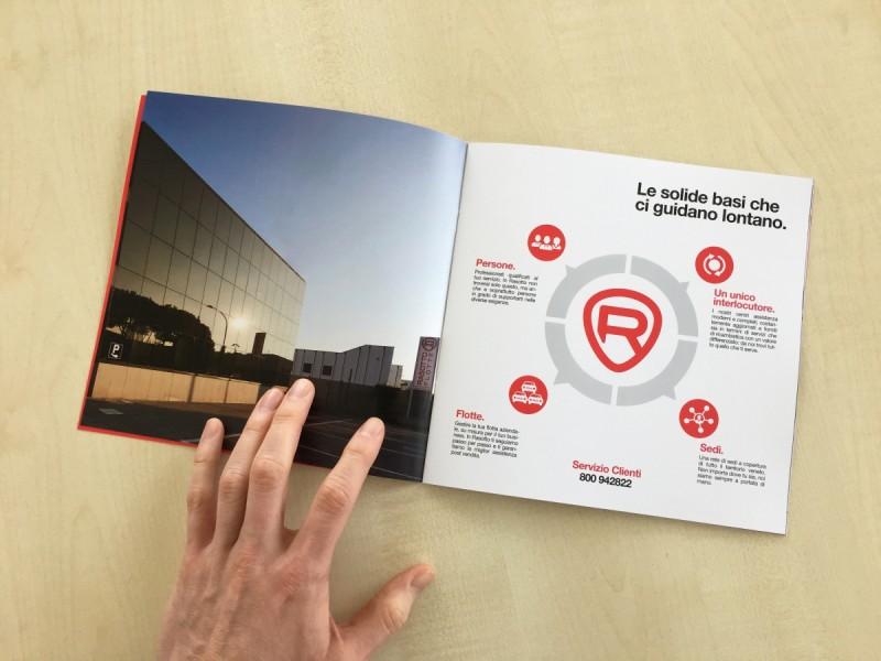 Stampa Brochure a Libretto rilegata con punti metallici a Venezia