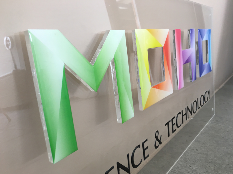 Targa  personalizzata con lettere sagomate 3D in plexiglass
