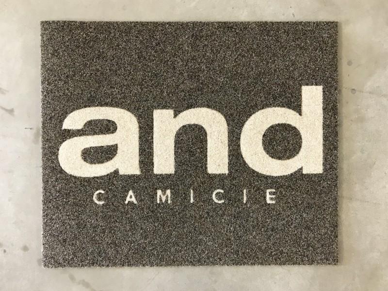 Tappeto intarsiato personalizzato con logo aziendale And Camicie