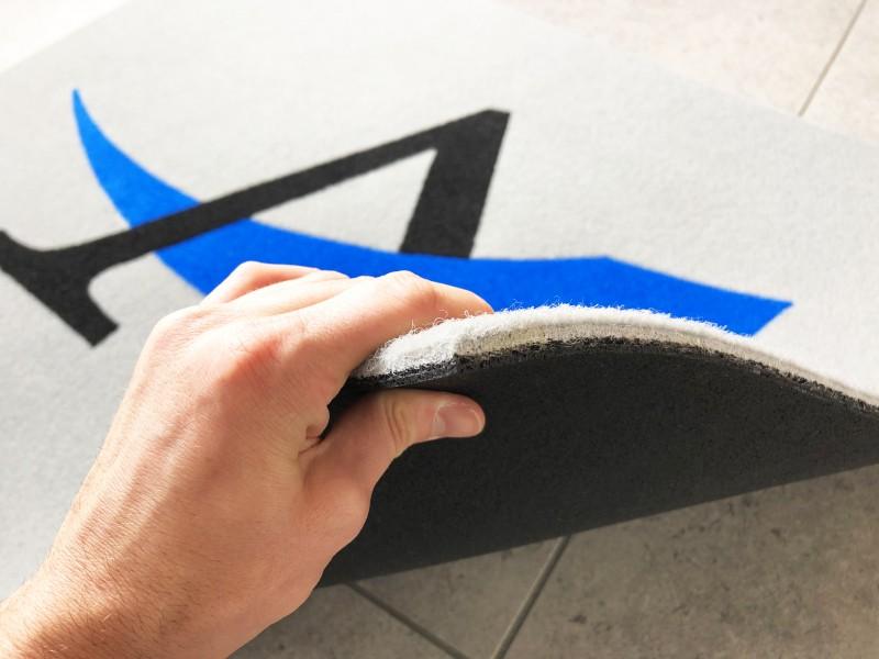 Zerbino personalizzato e tappeti con logo stampato