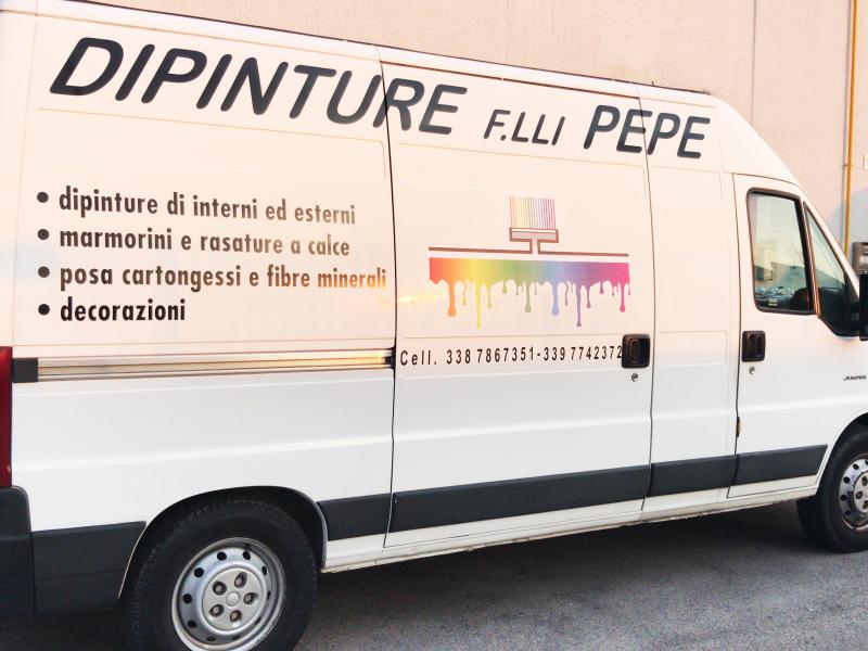 Personalizzazione pubblicità su mezzi da lavoro, furgoni e autovetture.