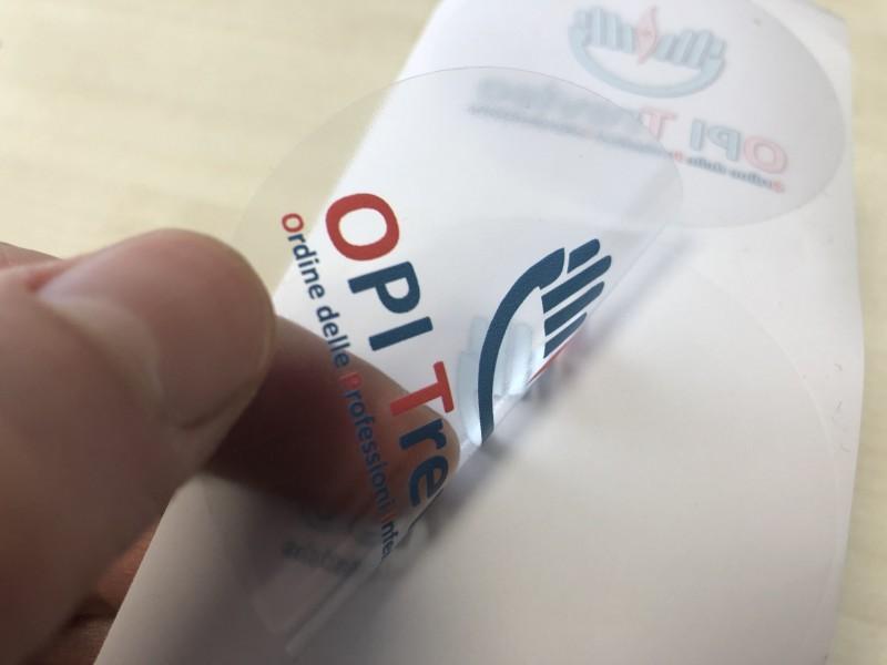 Etichette adesive trasparenti bianco selettivo