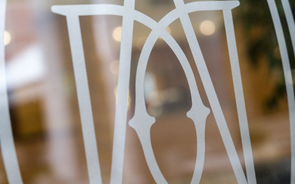 Adesivi Prespaziati Venezia, loghi, scritte, vetrofanie