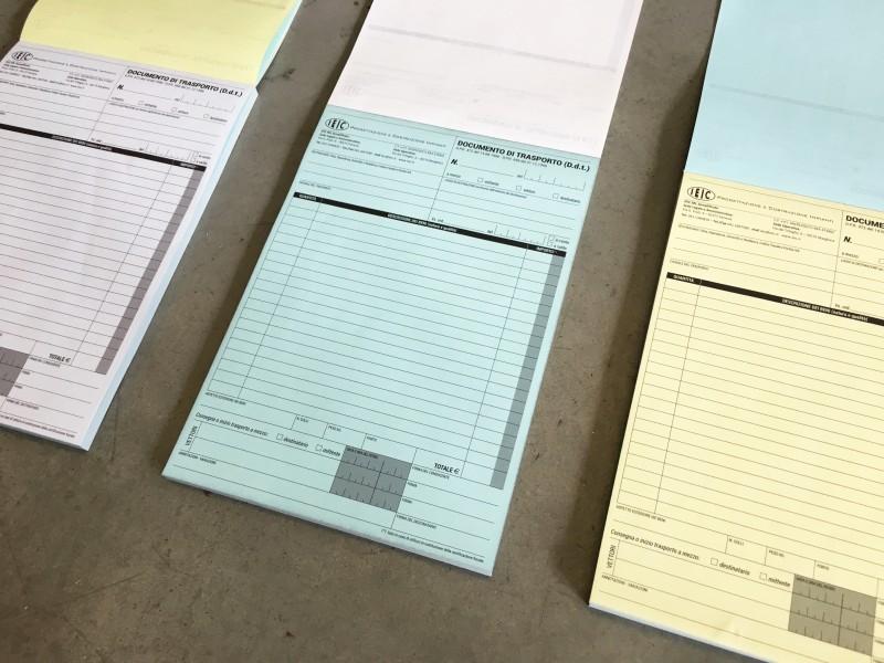 Blocchi A4 Carta Chimica triplice copia gialla e azzurra.
