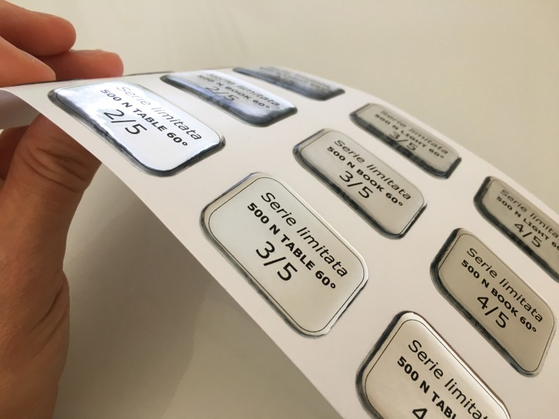 Realizzazione etichette resinate, adesivi resinati