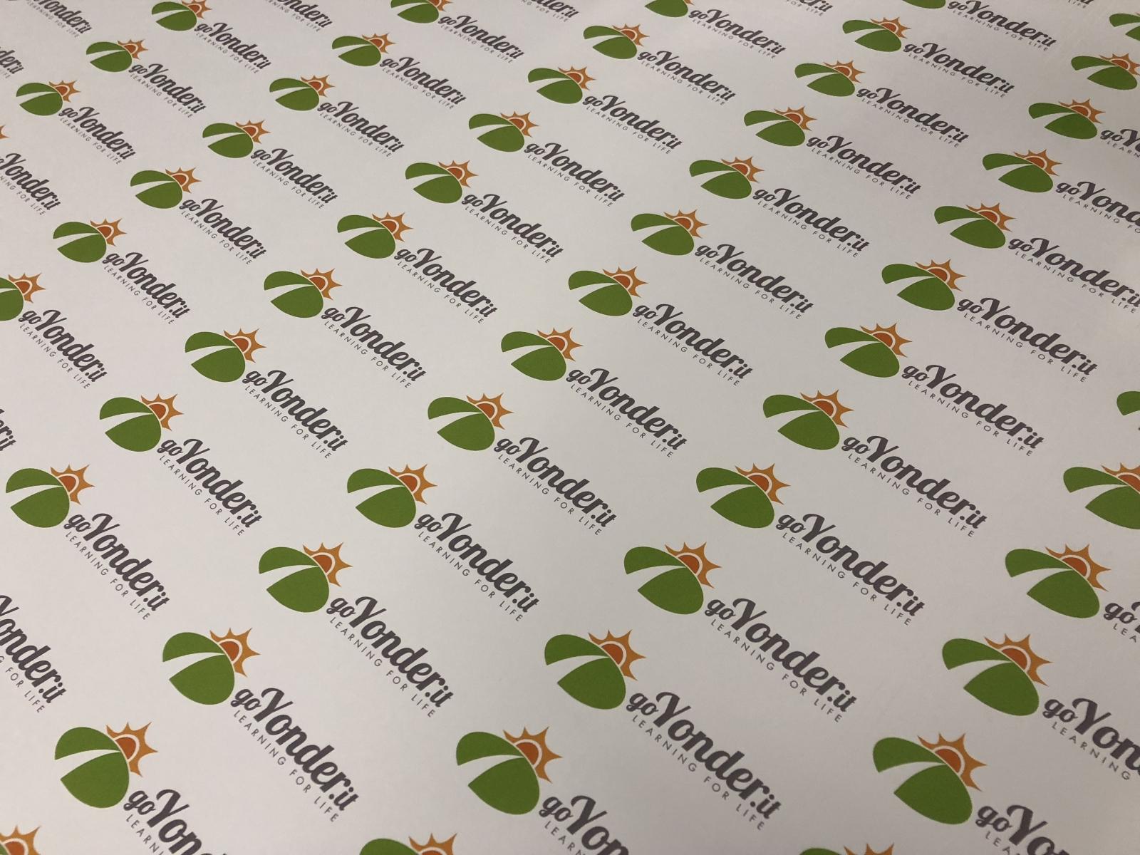 stampa etichette adesive a colori con grafica personalizzata