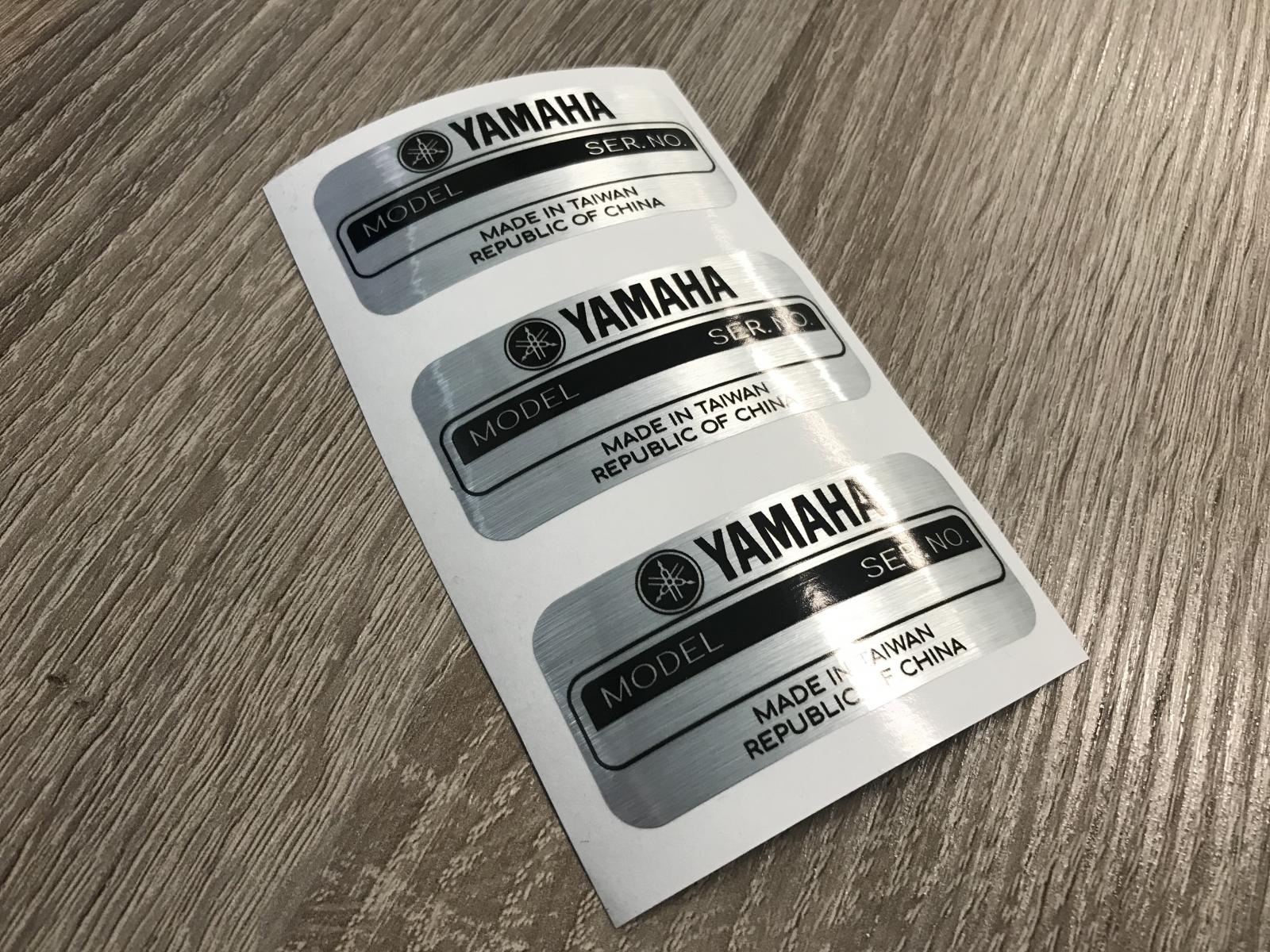Stampa Etichette Argento spazzolato, adesivi cromati sagomati