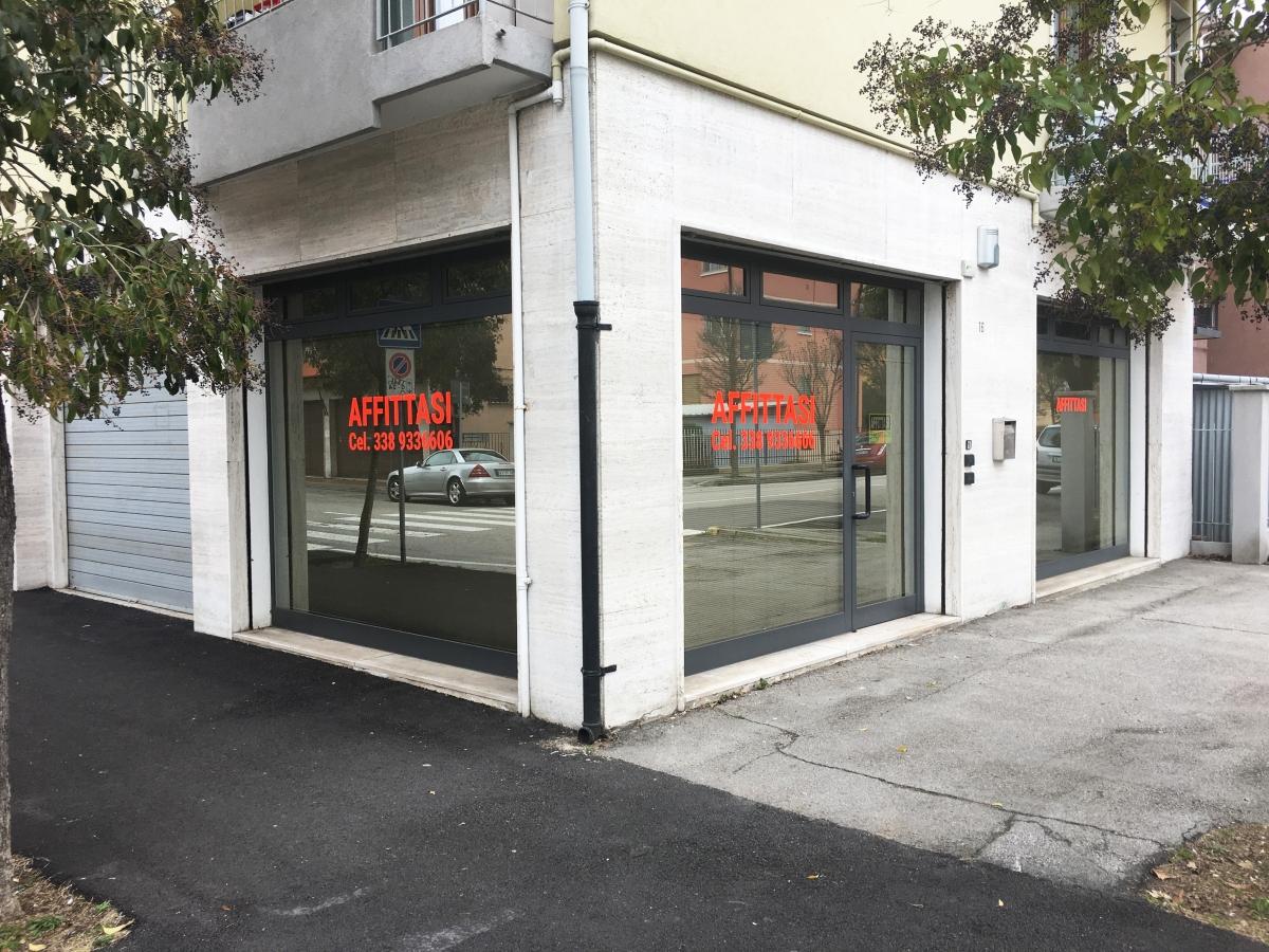 Stampa e applicazione Vetrofanie Venezia, Vetrine negozi personalizzate
